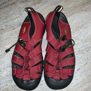 KEEN Red, 7 youth, 39.5 EUR.